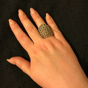 Jewelry - Silvertone stretchy large chain ring